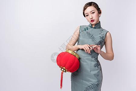 旗袍美女手持红灯笼图片