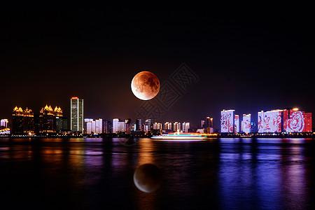 武汉红月全食夜景图片