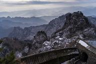 湖北武当山冬日山峦雪景图片