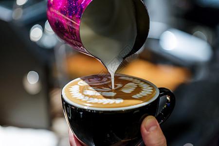 咖啡拉花工艺倒入成形图片