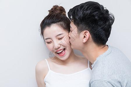 情侣爱人亲密亲吻图片