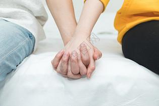 情侣手牵手特写图片
