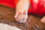 新出生的宝宝小脚丫图片