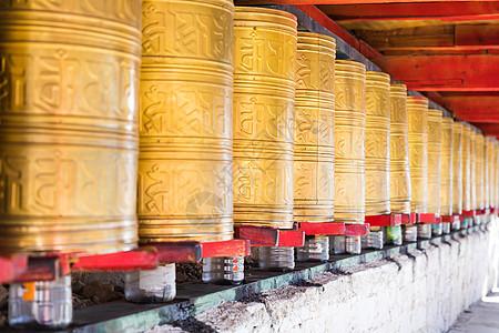 稻城奔波寺转经长廊图片