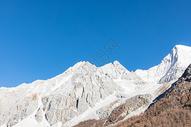 冬天的稻城亚丁雪山图片