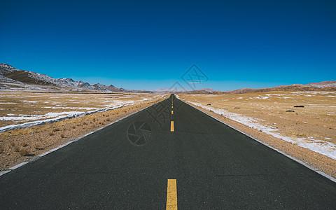 延伸到天际的公路图片