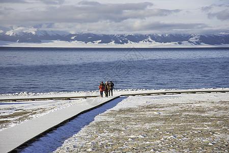 新疆赛里木湖冬季风光图片