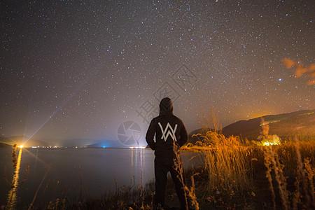 泸沽湖的星空图片