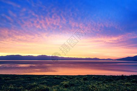 新疆赛里木湖朝霞图片