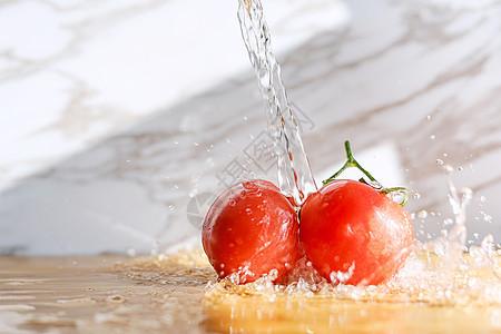 鲜美高速浇水小西红柿图片