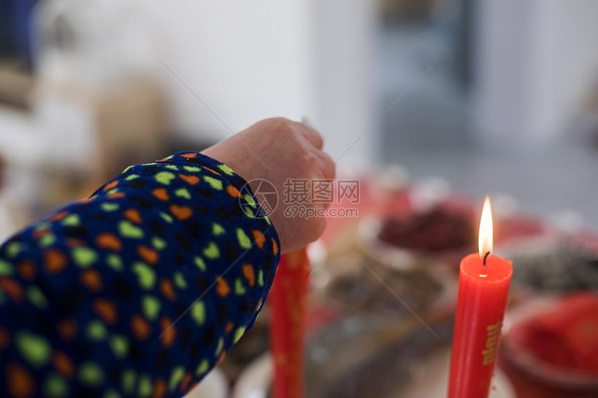 明朗节中国传统家中祭拜图片