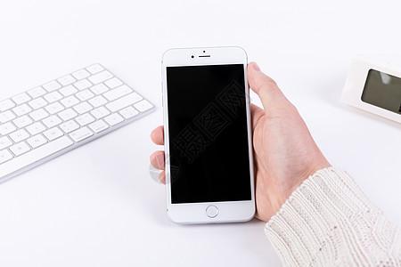 手拿手机样机简洁白底图片