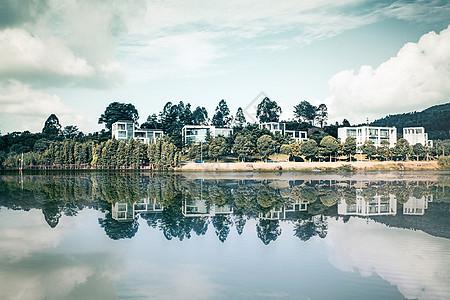 湖光山色的美丽风景图片