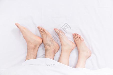 年轻夫妻睡觉脚部特写图片