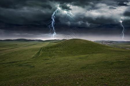 雷电下的草原图片