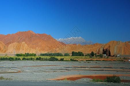 新疆库车红山风光摄影图片