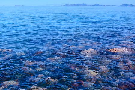 湖北武汉东湖边湛蓝的湖水图片