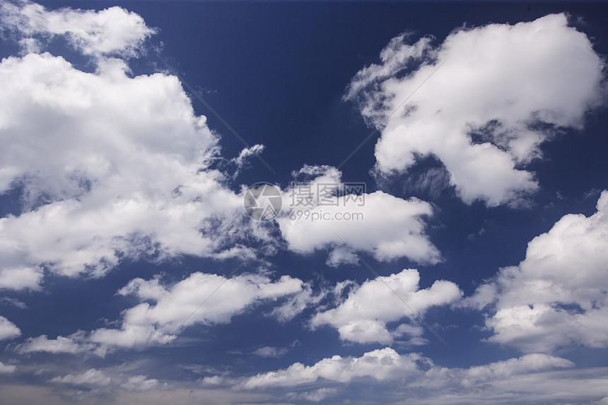 天空白云简单素材背景图片
