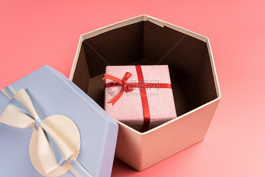 情人节礼物盒送礼静物图片
