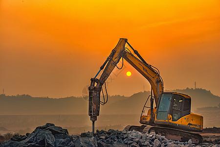 夕阳下的工程车图片
