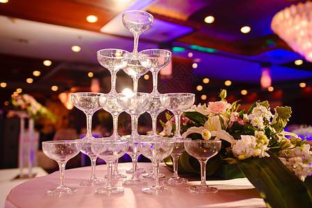 婚礼香槟塔图片