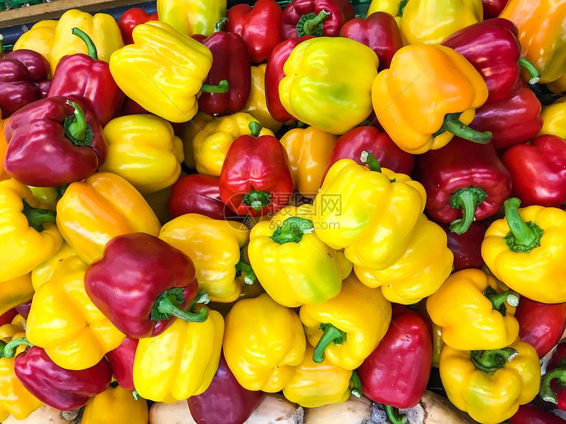 超市过年期间农副食品采购彩椒图片