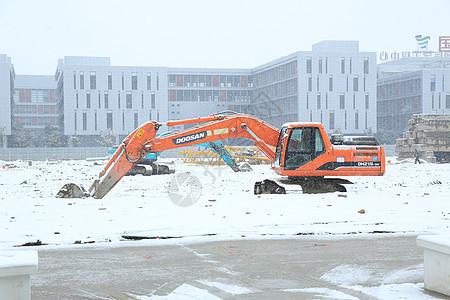 雪后的铲车图片