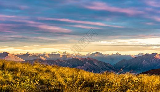 新西兰南岛的雪山与云彩图片