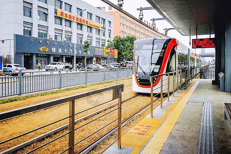 新运营的武汉城市有轨电车图片