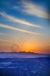 夕阳下的雪景图片