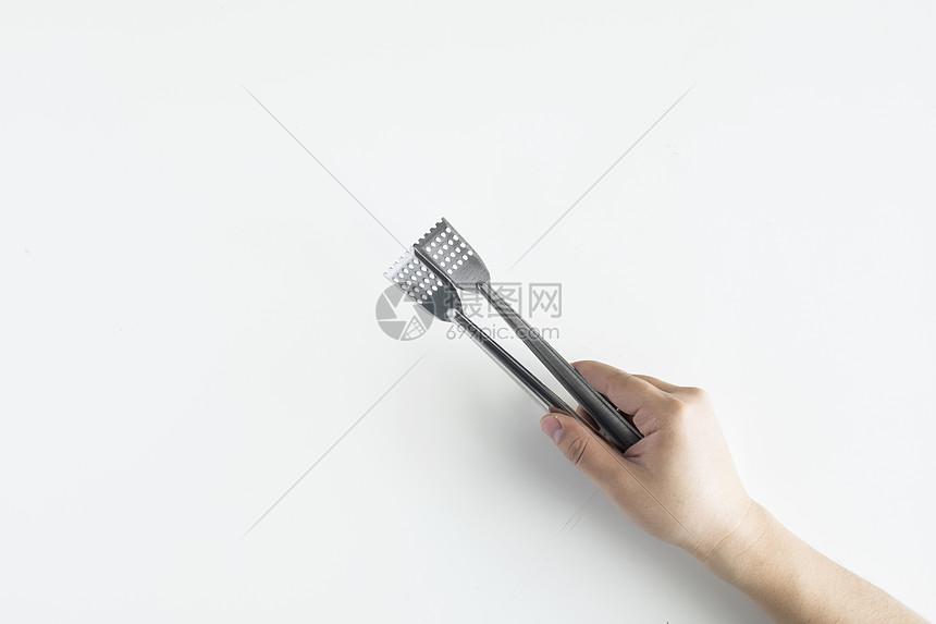 手拿镊子图片