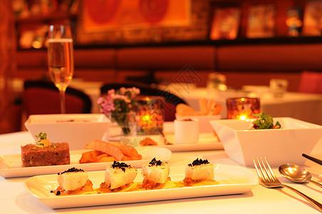 精致的西式晚餐图片