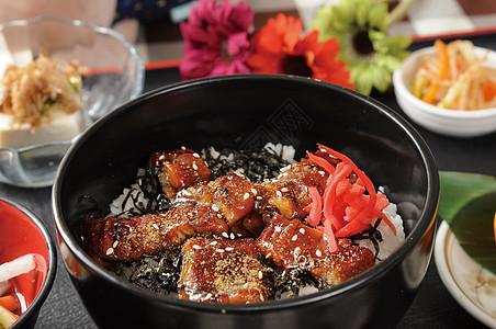 日式鳗鱼饭套餐图片