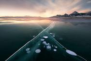 赛里木湖冰泡图片