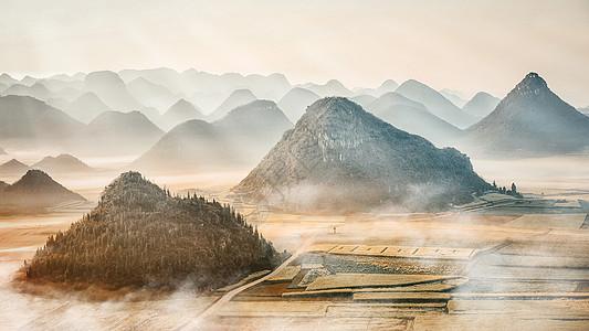罗平金鸡峰的油菜花图片