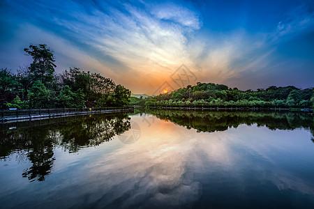 重庆秀湖公园的夕阳图片