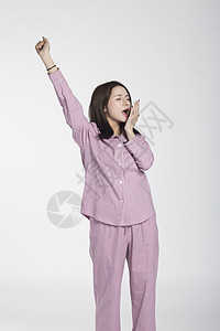 穿睡衣的女性图片