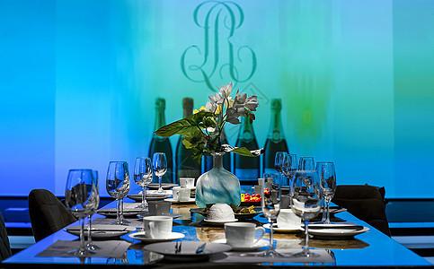 宴会餐桌红酒品鉴图片