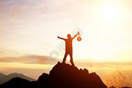 成功的登山者图片