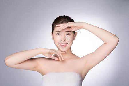 年轻女性美肤妆容展示图片