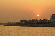 青岛海滨城市日落图片