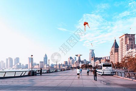 外滩放风筝图片