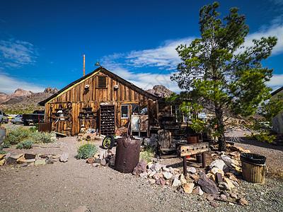 鬼城废弃木屋图片