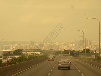 沙尘暴覆盖的高速公路图片