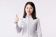 商务女性白领竖大拇指点赞图片