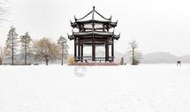 雪中的亭子图片