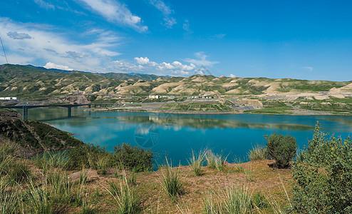新疆湖泊自然风光图片