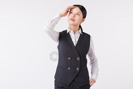 年轻干练职场女性扶额思考图片