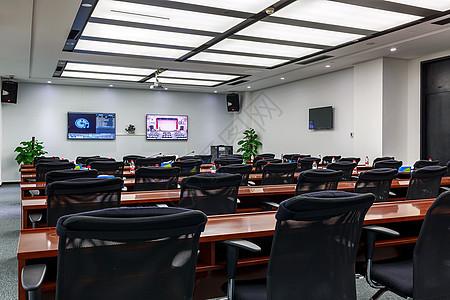 宽敞明亮的电视电话会议室图片