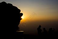 日出时分的石狮子图片